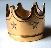 . já que ela queria que fosse dourado, mas sem ser um anel de ouro.