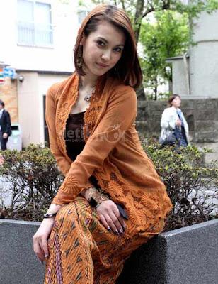 Kebaya Maria Ozawa