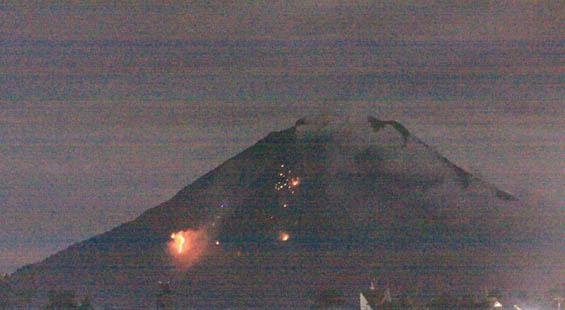 gunung sinabung meletus Gunung Sinabung Blast [Pictures + Video]
