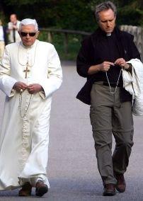 [Fr.+Georg+Ganswein.bmp]