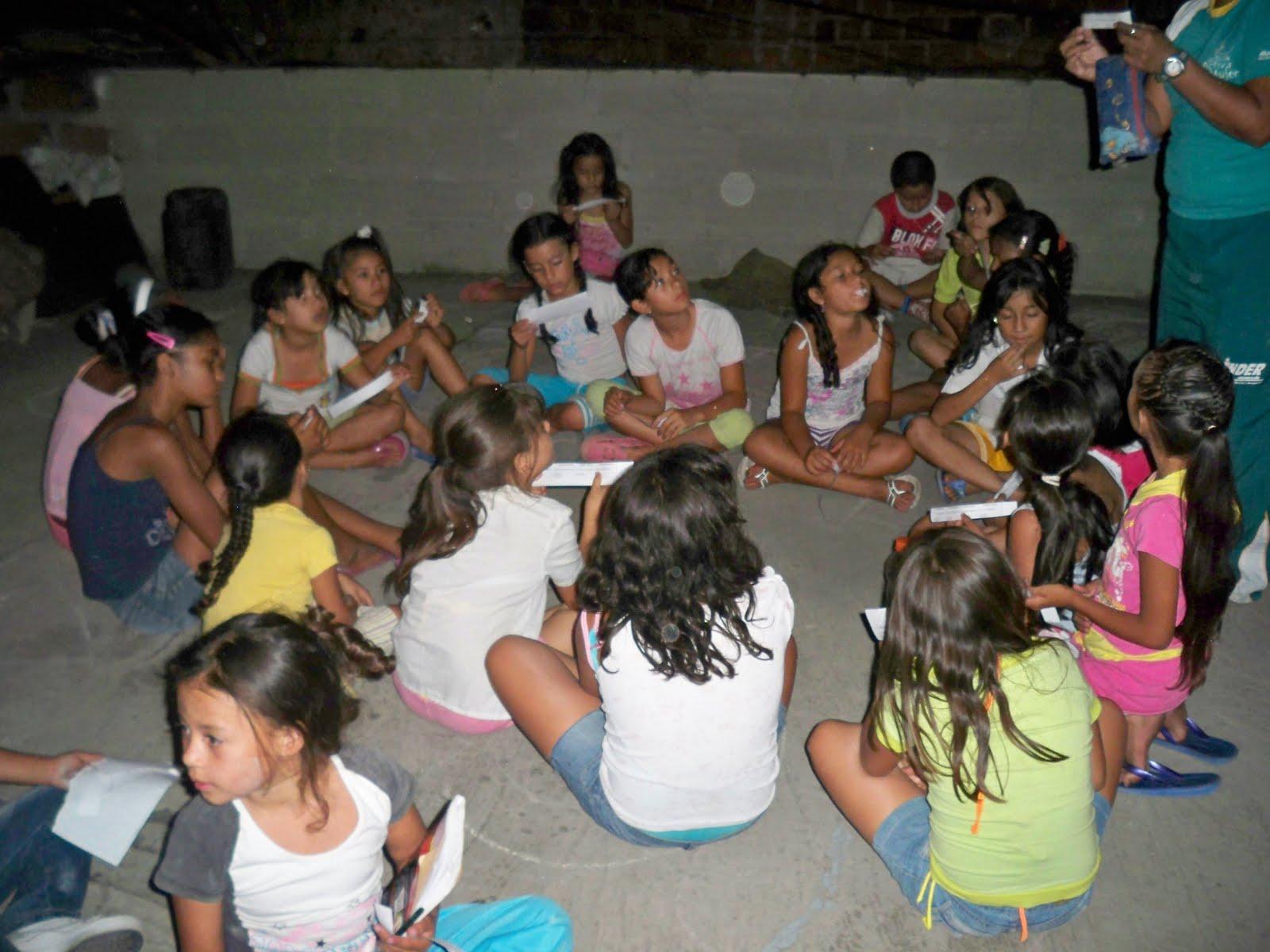 los invitados las niñas y los niños