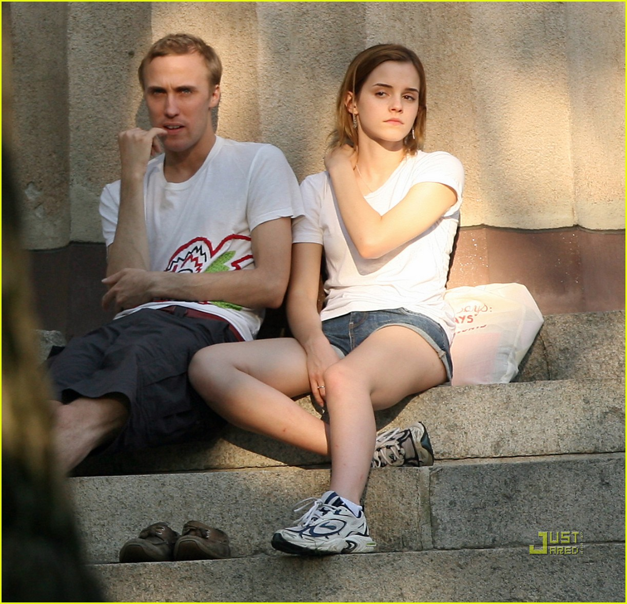 emma watson dating jay barrymore Subscribe for more videos 12 boys emma watson emma watson were rumored to be dating from jay barrymore jay barrymore and emma watson.