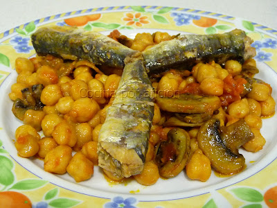 http://cocinaporaficion.blogspot.com.es/2010/10/salteado-de-garbanzos-con-sardinas-y.html
