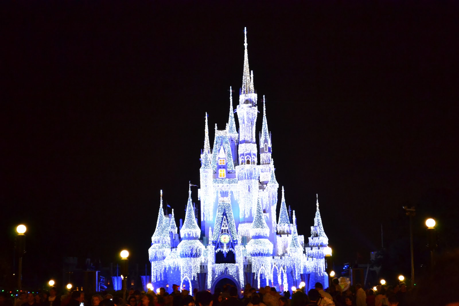 Carsons creations happy christmas eve disney world in lights the castle after it has been enchanted voltagebd Images