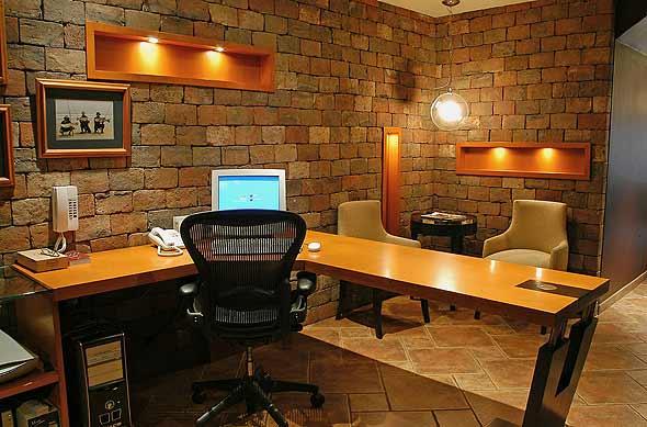 Oficina rustica y elegante karim chaman fotos de for Escritorios de diseno para casa