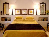 DECORAR CON CUADROS - DECORACION DE RECAMARAS CON CUADROS - FOTOS DE DORMITORIOS CON CUADROS EN LAS PAREDES by dormitorios.blogspot.com