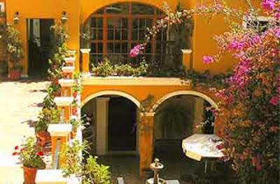 Top blogs real estate fachadas de casas estilo colonial for Planos de casas estilo colonial