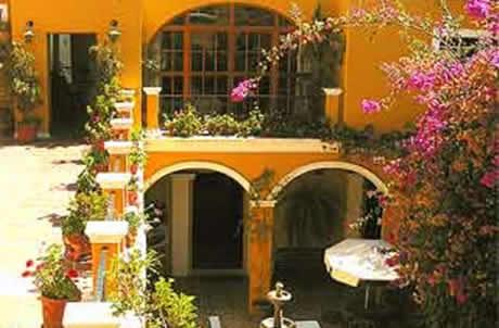 FACHADAS ESTILO COLONIAL Fachadas de casas estilo colonial FACHADAS COLONIALES via www.lasfachadas.blogspot.com