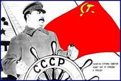 Comunistas rusos cuelgan posters de Stalin en San Petersburgo