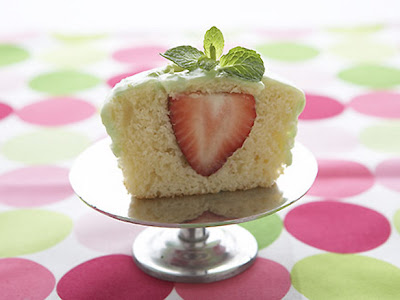 Go for a fresh spring surprise with these sweet strawberry cupcakes ...