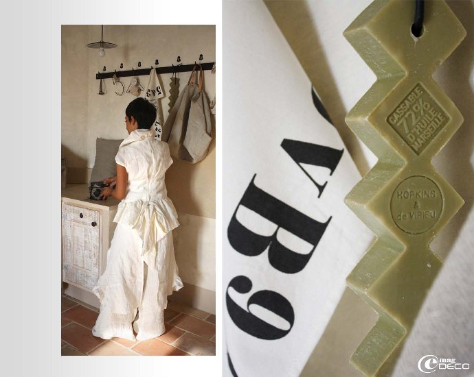 Déborah porte une silhouette Mandarinbillie blanc crème rustique, collection Printemps 2010