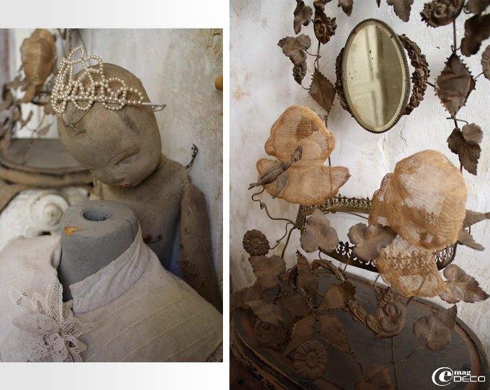 Ancienne poupée en tissu coiffée d'une couronne de perle et décor floral en laiton de globe de mariée