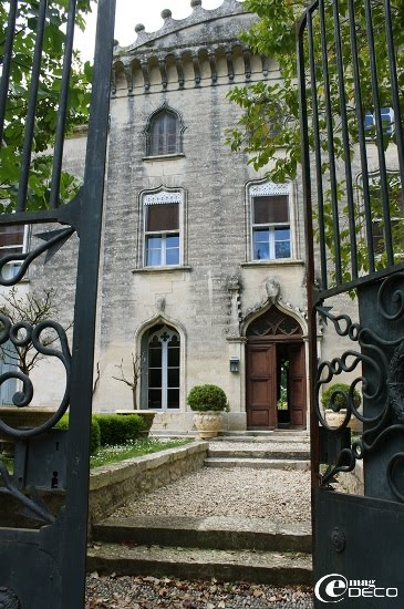 Façade couronnée du Château de Christin