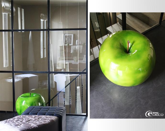 Grosse pomme verte BULL & STEIN dans le salon