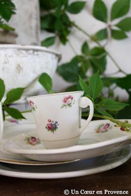 Tasse à café en porcelaine fleurie chinée