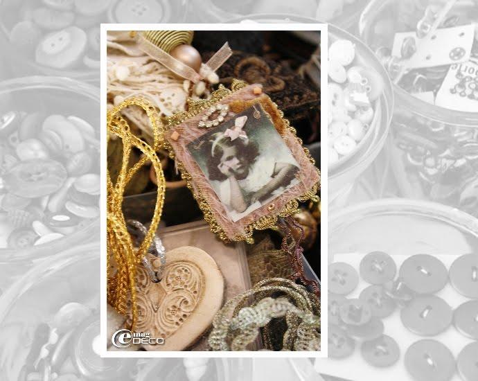 Broche composée de tissus brodés de perles