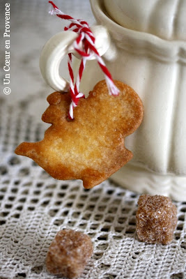 Shortbread cookies shaped teapot hanging from a sugar bowl Sarreguemines