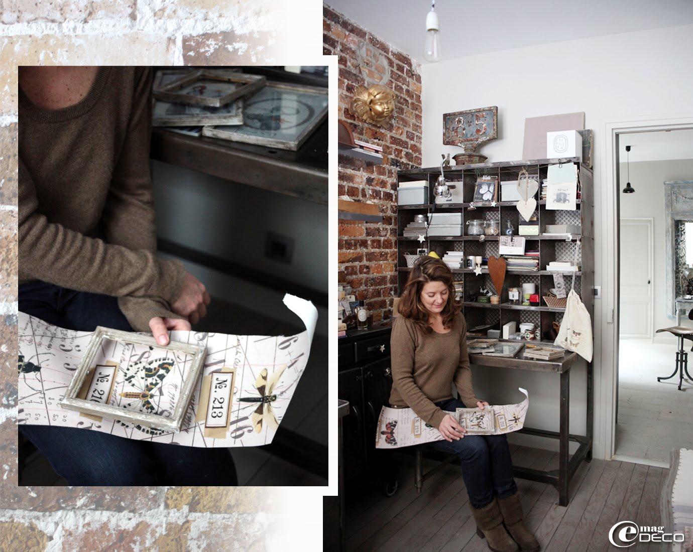 Laure Vial du Chatenet dans son bureau devant un ancien meuble de tri postal