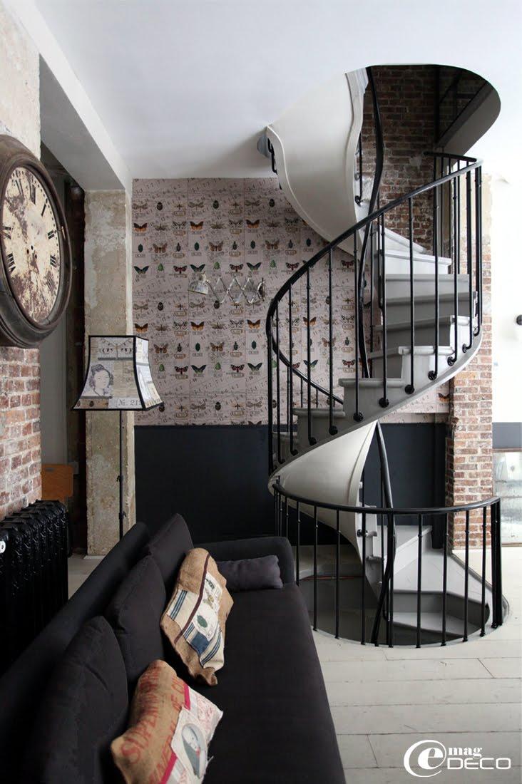 Escalier en colimaçon dans un loft à Paris restauré dans un esprit 18ème