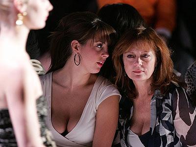 http://4.bp.blogspot.com/_KdNHBbokUu4/SvJRzckOrgI/AAAAAAAAEIg/yKrt3tznerA/s400/busty-cleavage-eva-amurri-and-mom-susan-sarandon.jpg