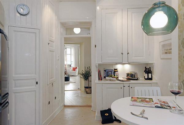 la cucina non è certo enorme...ed è simile per dimensioni a molte ...