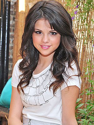 selena gomez pics with long hair