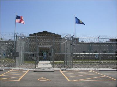 http://4.bp.blogspot.com/_KgBT8kIRgBo/SsJRMY7Gs6I/AAAAAAAAF0M/psxSeOLhNnQ/s400/Detention