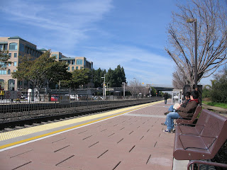 Platform of the Caltrain station at Sunnyvale