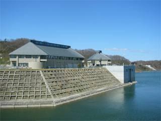 三春ダム管理所と資料館