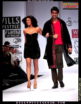 Susmita Sen in Wills Fashion Week 2010