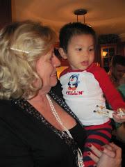 Alexandre avec Mamie - 2011