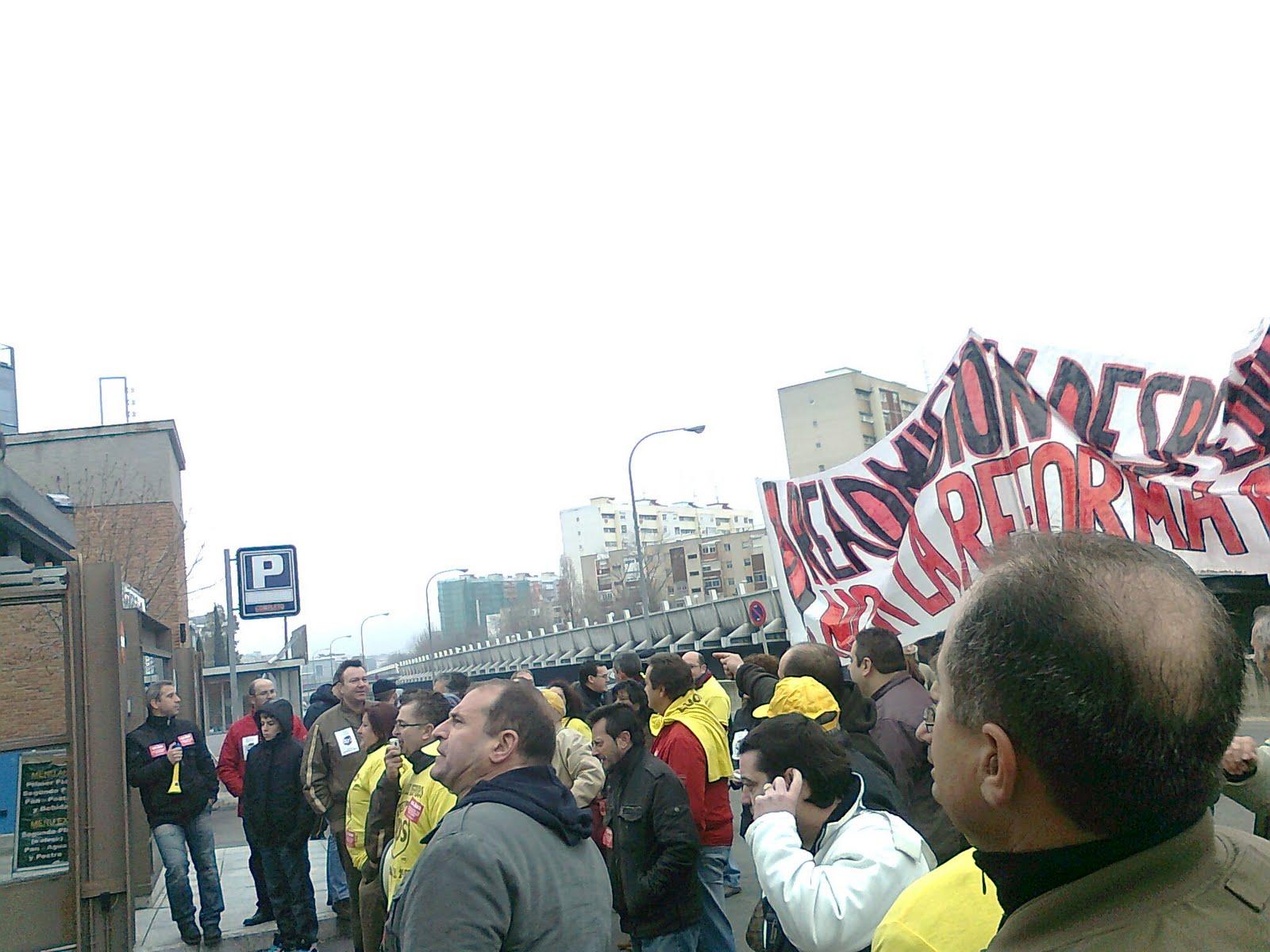 Se concentran los trabajadores de UPS VK Foto0003