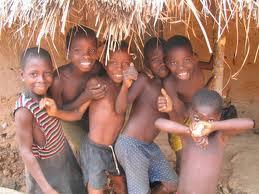 Nadie es tan pobre que no pueda regalar una sonrisa ni tan rico que no la necesite.