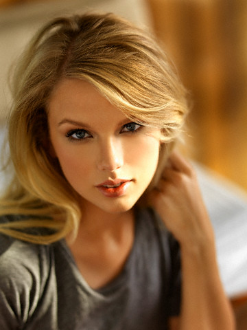 Taylor Swift on Taylor Swift Always Looks Like A Princess    Mobi Korner