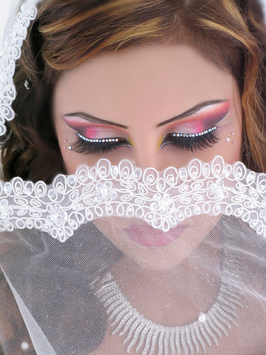 There are Arabic beautiful women in Beautiful Arabic Makeup with ...