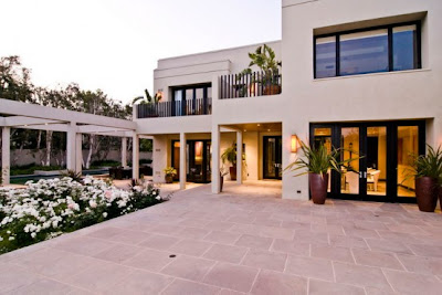 Contemporary House in Beverly Hills