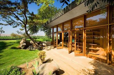 Luxury Farm House by Frank Lloyd Wright