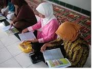 Ibu-iBu yang Sedang Belajar Mengaji dari Dasar