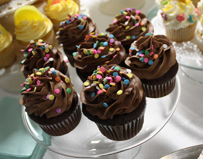 chocolate confetti cupcakes live to {cupcake} party