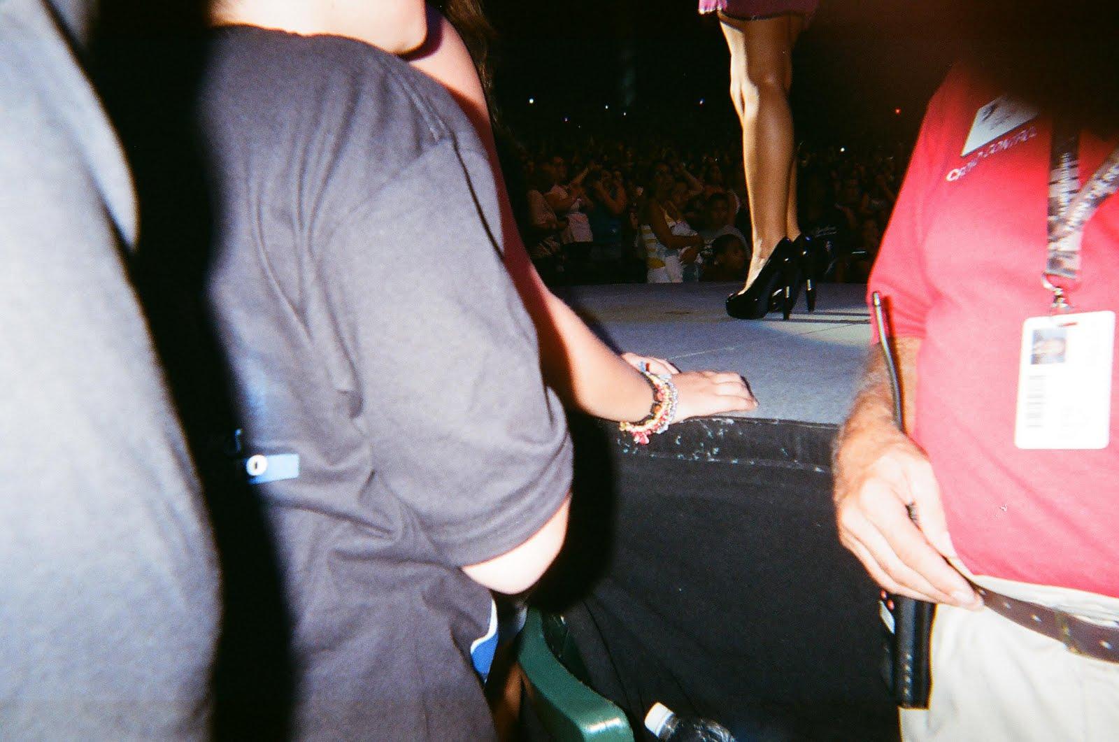 http://4.bp.blogspot.com/_KuaAihD4oVk/TIhcss4zkKI/AAAAAAAANwc/vOZApHg_yD0/s1600/demi-lovato-shoes.jpg