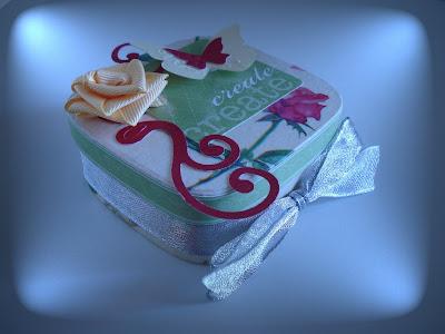 cajita con forma de corazon, caja decorada a mano