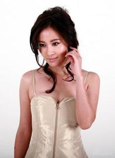 Michelle Ye artis bugil, telanjang