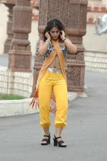 hot actress farzana exposing hot stills
