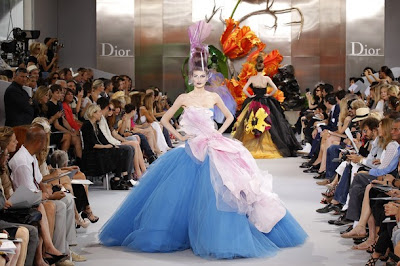 Fall winter 2010 2011 haute couture fashion show for for Haute couture meaning in english