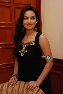 actress Sana khan at Aayiram Vilakku Press Meet photos