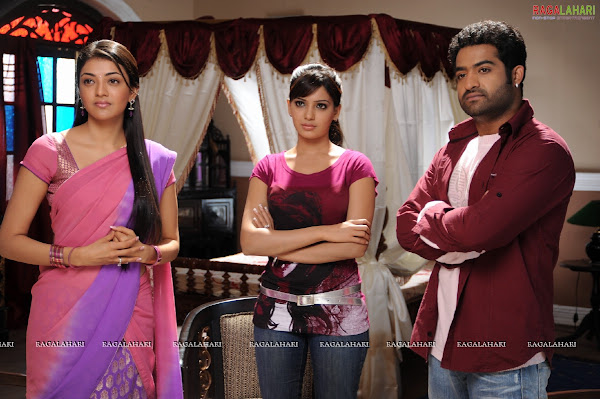 Kajal agarwal and Samantha in Brindavanam movie photos cinema gallery