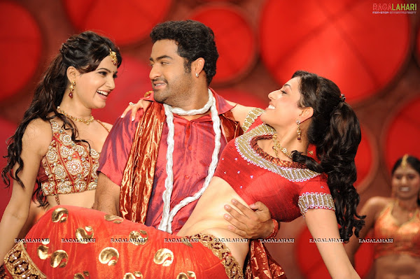 Kajal agarwal and Samantha in Brindavanam movie photos gallery