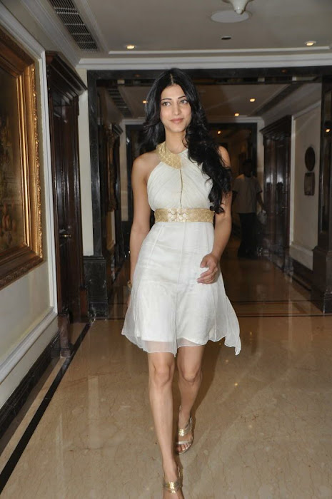 shruthi han at sonata aod collection of watches shruthi han at sonata aod collection of watches hot images