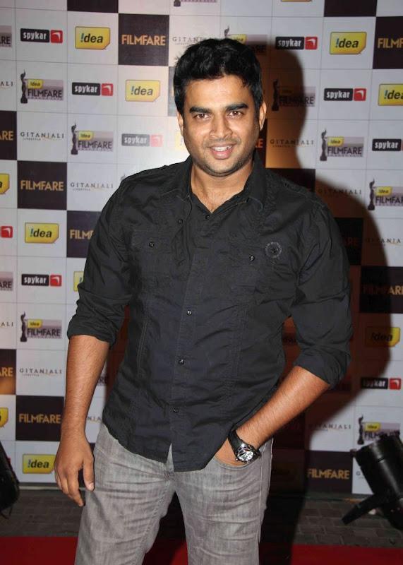 aiswariyasharukhmadhavan at th Filmfare Awards Nominations Gallery navel show