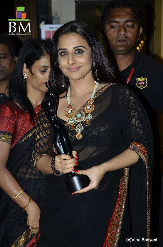 Vidhya balan at th Idea Filmfare Awards photos unseen pics